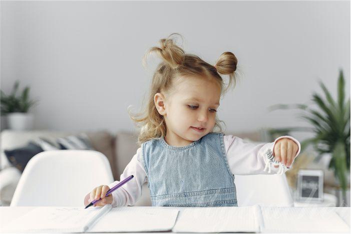Dạy con tập viết