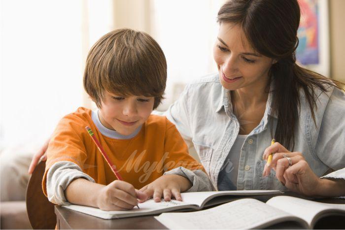 Luôn giữ thái độ vui vẻ tích cực khi dạy cho con