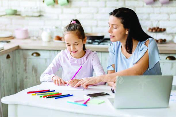 Gia sư hướng dẫn học sinh chuẩn bị bài học đầy đủ